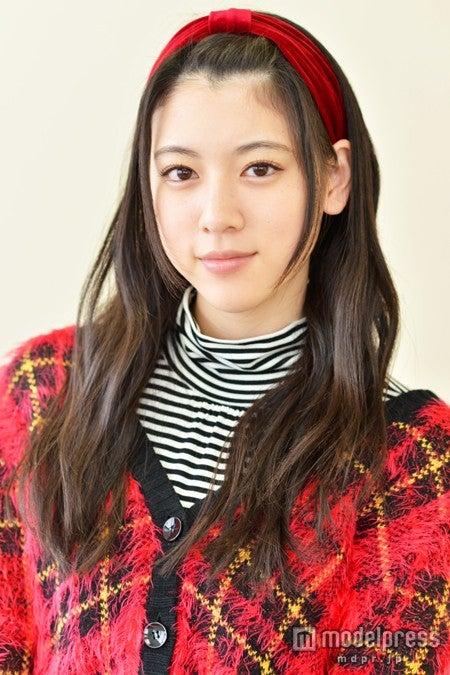 モデルプレスのインタビューに応じた三吉彩花