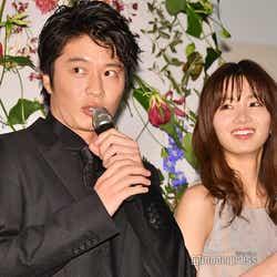 田中圭「俺が下の方を持ってたからダメだったんですね…」、岡崎紗絵 (C)モデルプレス