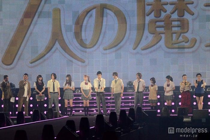 ドラマ「山田くんと7人の魔女」ステージの模様
