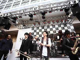 THE MAN×三上博史のハチ公前広場フリーライブで渋谷ハチ公前騒然