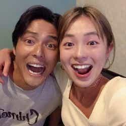 モデルプレス - 元「テラスハウス」寺島速人&鈴木あや、お茶目な夫婦ショット公開 「ルールはない」結婚観を明かす