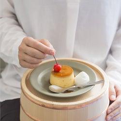 風呂桶で食べるプリン?行列のできるプリン専門店「熱海プリン」にカフェ業態の2号店
