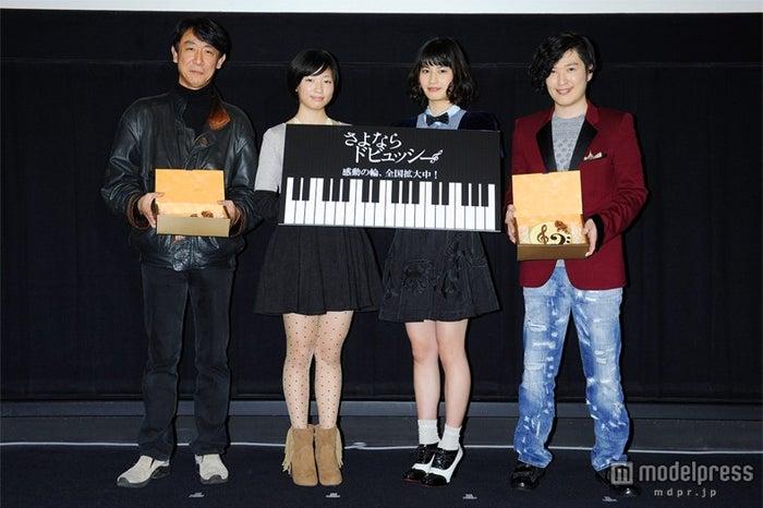左から:利重剛監督、相楽樹、橋本愛、清塚信也