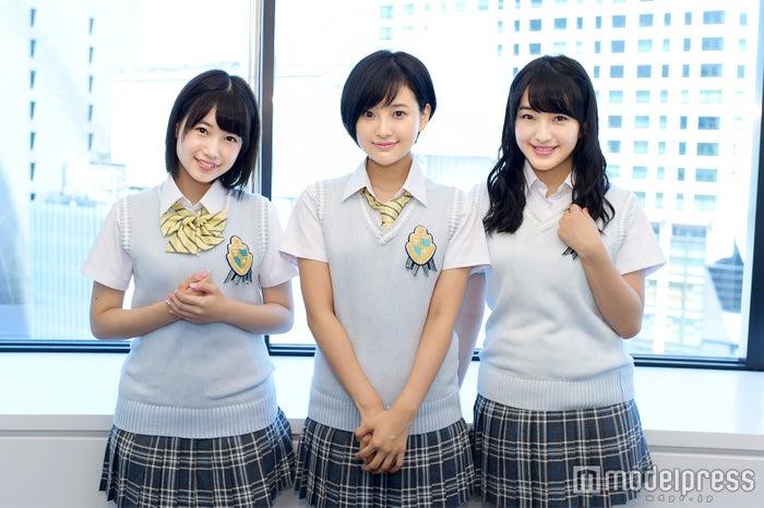 モデルプレスのインタビューに応じた(左から)朝長美桜、兒玉遥、田島芽瑠(C)モデルプレス