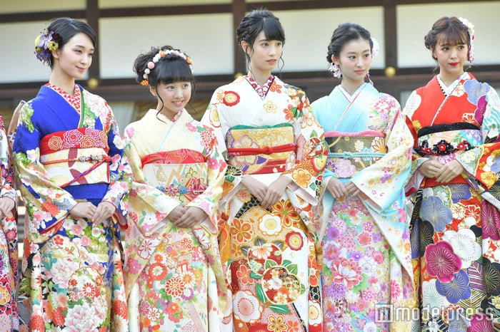 (左から)剛力彩芽、本田望結、高橋ひかる、井本彩花、藤田ニコル(C)モデルプレス