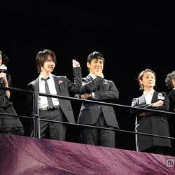 (左から)桜田ひより、神木隆之介、西島秀俊、吉田羊、浅野和之
