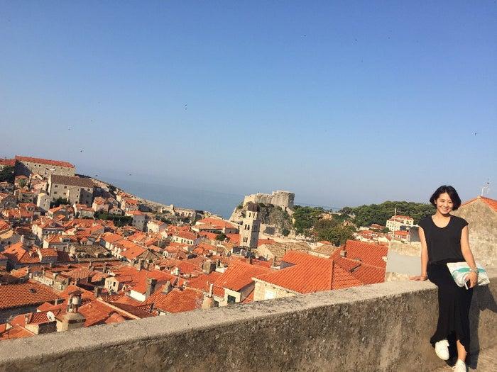 プライベートでも旅行は大好き!クロアチアのドゥブロヴニクは、魔女の宅急便のモデルになったとも言われる美しい街並み。(提供写真)