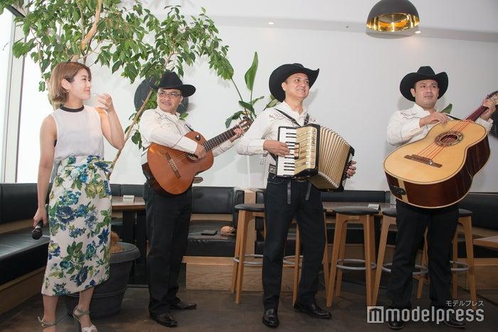 メキシコ音楽のマリアッチも(C)モデルプレス