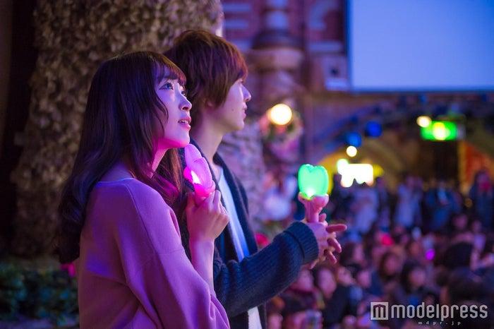 美しくロマンチックなショーにうっとり/モデル:かえで、笹森裕貴(C)モデルプレス