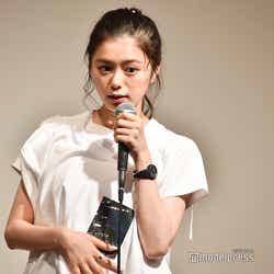 グッズを紹介/紺野彩夏ファンミーティング「HAPPY AYAKA DAY GIRLS FESTIVAL」の様子 (C)モデルプレス