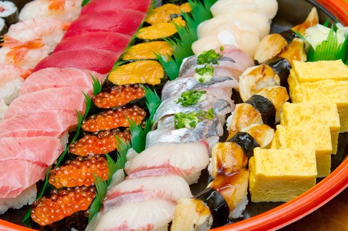 良質な油が豊富な寿司/photo by  写真素材ぱくたそ[photographerすしぱく]
