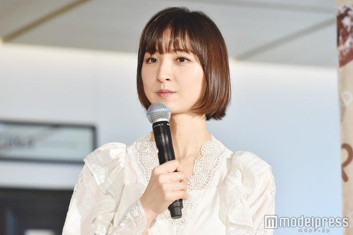 「Pan&(パンド)」発売記念イベントに登壇した篠田麻里子 (C)モデルプレス