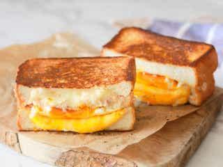 【10分レシピ】食べごたえ抜群!アメリカの定番朝食「ツナメルト」は厚切り食パンで作るともっとおいしい
