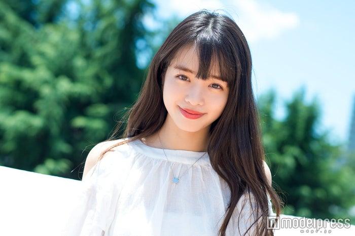 <横田真悠(よこた・まゆう)プロフィール>1999年6月30日生まれ、東京都出身。地元でソフトボール部の遠征帰りにスカウトを受け、芸能界入り。「ミスセブンティーン2014」グランプリに選ばれ、2014年10月より専属モデルとして加入。2018年には表紙を6回飾るなど、同誌を代表するモデルとして絶大な人気を誇っているほか、映画「ヌヌ子の聖★戦~HARAJUKU STORY~」で女優業にも進出を果たした。