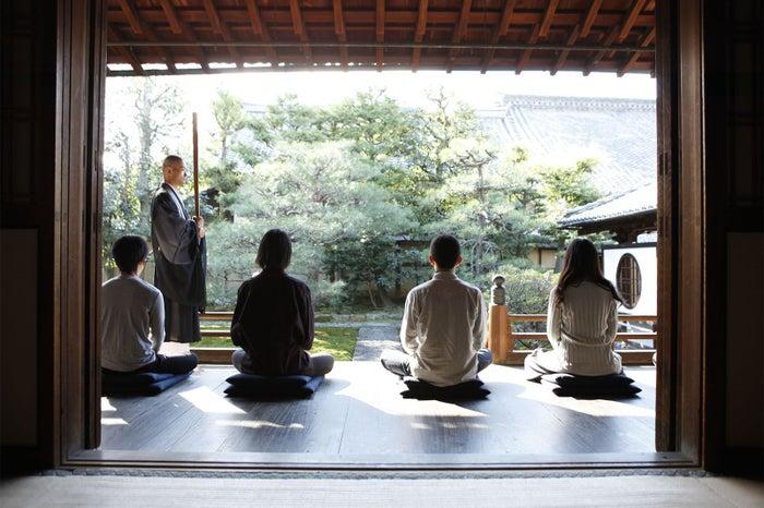 建仁寺内の両足院でおこなう坐禅/画像提供:アンゴホテルズ