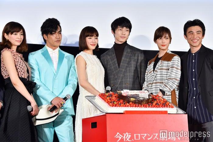 (左から)石橋杏奈、北村一輝、綾瀬はるか、坂口健太郎、本田翼、中尾明慶(C)モデルプレス