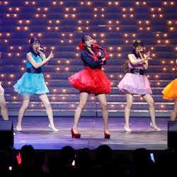 モデルプレス - HKT48坂口理子、美脚に歓声響く 8周年前夜祭で昭和の名曲披露