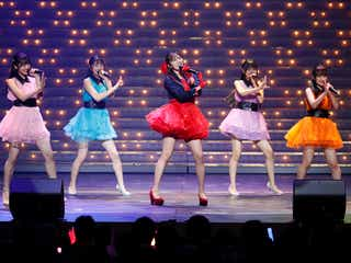 HKT48坂口理子、美脚に歓声響く 8周年前夜祭で昭和の名曲披露