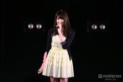 AKB48入山杏奈、襲撃事件後初の劇場公演登場 ギプス姿で挨拶