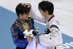 宇野昌磨の頭をわしゃわしゃする羽生結弦(Photo by Getty Images)