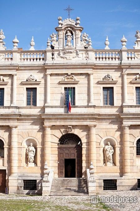 イタリアで最も大きく有名な修道院の1つ「サンロレンツォ修道院」/写真提供:Getty Images