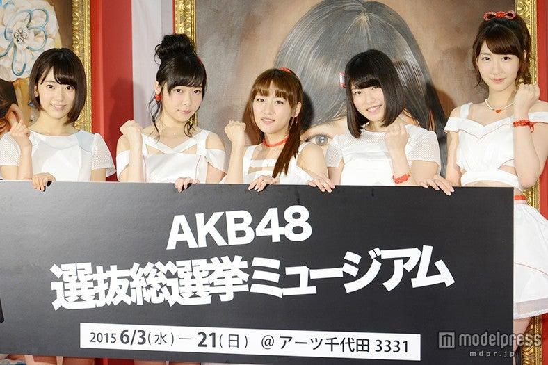 「AKB48 選抜総選挙ミュージアム」のオープニングセレモニーに出席した(左から)宮脇咲良、指原莉乃、高橋みなみ、横山由依、柏木由紀【モデルプレス】