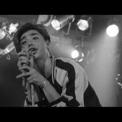 村上虹郎が熱い歌声を披露 伝説的ロックバンドのヴォーカリスト役、初の作詞も担当