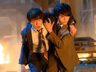 田中圭ら「劇場版 おっさんずラブ」新カット公開 牧の肩を借りる春田の姿も