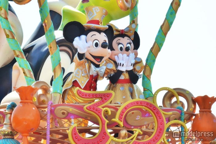 30周年コスチュームのミッキーとミニー/ハピネス・イズ・ヒア
