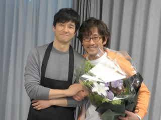 西島秀俊&内野聖陽がハグ!「きのう何食べた?」メイキング映像公開