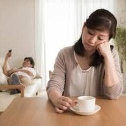 夫の「冗談」が笑えない… 「皮肉」に聞こえると嘆く妻たちの苦悩