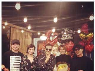 EXILE ATSUSHI、デビュー秘話を明かす 松本利夫、MAKIDAIら集結で「UPSIDE DOWN」歌唱