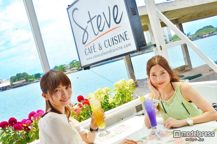 「Steve Cafe&Cuisine」/モデル:百々さおり、富田千穂【モデルプレス】