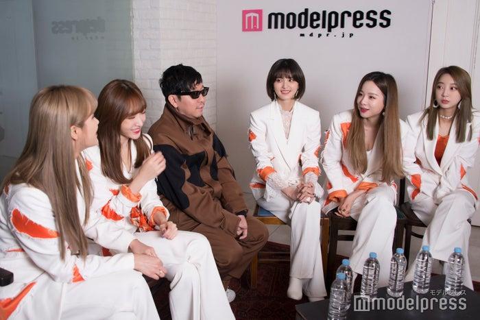 (左から)LE、ハニ、☆Taku、ジョンファ、ソルジ、ヘリン(C)モデルプレス