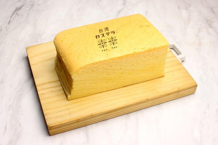 台湾カステラプレーン(蜂蜜入り) ・小麦粉生地¥650 ・米粉生地¥750/画像提供:LIFEstyle