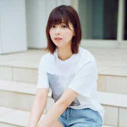 モデルプレス - 欅坂46渡邉理佐、美脚&眼差しがまぶしい