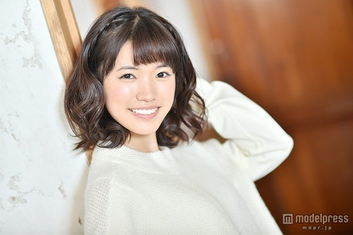 モデルプレスのインタビューに応じた美山加恋【モデルプレス】