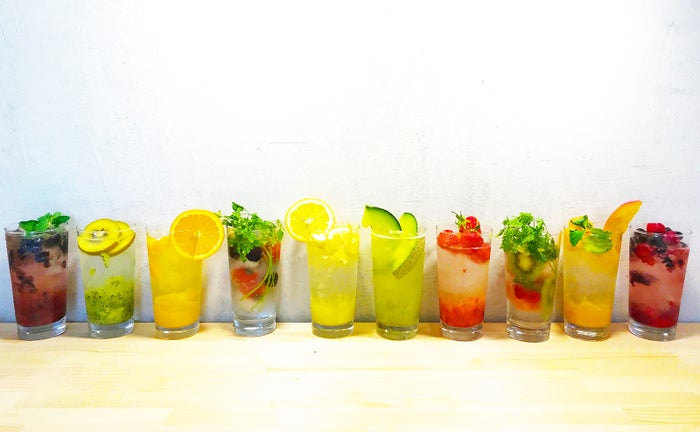 果物サワーバー「ヨツバー」渋谷に誕生 カラフル&ジューシーな果実感/画像提供:ヨツバー