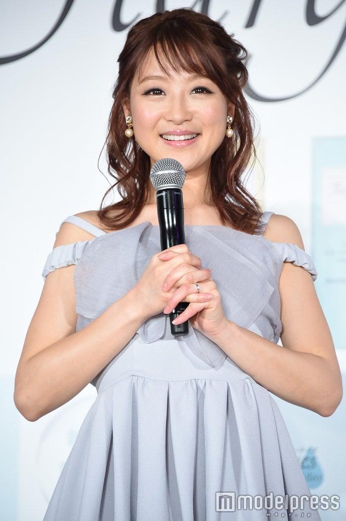 鈴木奈々、結婚記念日に夫婦ラブラブショット公開「出会えて幸せ」 (C)モデルプレス