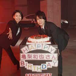 """モデルプレス - KAT-TUN亀梨和也、サプライズに喜び 二階堂ふみは""""30cm以上カット""""で初の刑事役<ストロベリーナイト・サーガ>"""
