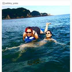 モデルプレス - 水原希子&佑果、水着2ショット公開 姉妹で海を満喫