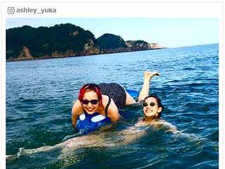 水原希子&佑果、水着2ショット公開 姉妹で海を満喫