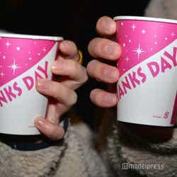 コップは「THANKS DAY」デザインに/「サンクスデー」より(C)モデルプレス(C)Disney