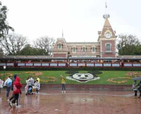 ディズニー、米テーマパークに有料の優先搭乗サービス導入へ