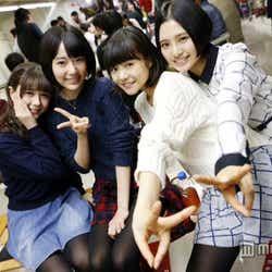 左から:村重杏奈、宮脇咲良、穴井千尋、兒玉遥(C)AKS