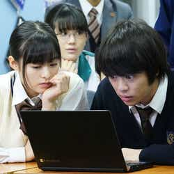 森七菜・今井悠貴/「3年A組 ―今から皆さんは、人質です―」第7話より(C)日本テレビ