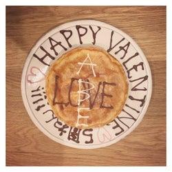 「ABE」「LOVE」のチーズケーキ/高橋愛オフィシャルブログ(Ameba)より