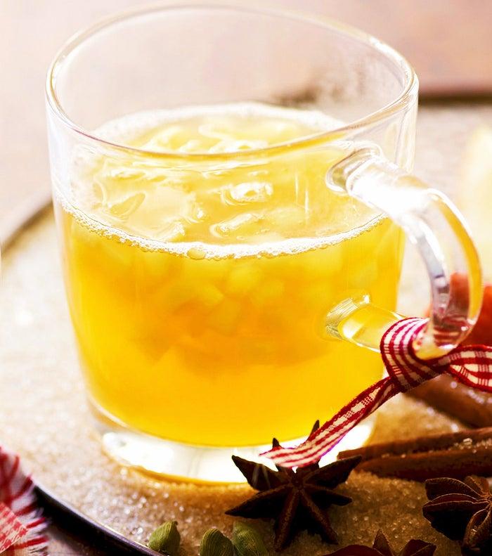 果肉たっぷりオレンジホットワイン/画像提供:株式会社 横浜赤レンガ