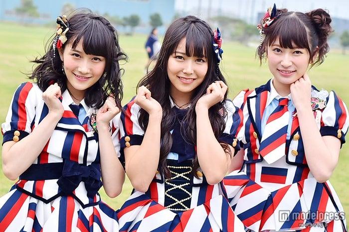 モデルプレスのインタビューに応じた(左から)矢倉楓子、白間美瑠、吉田朱里【モデルプレス】