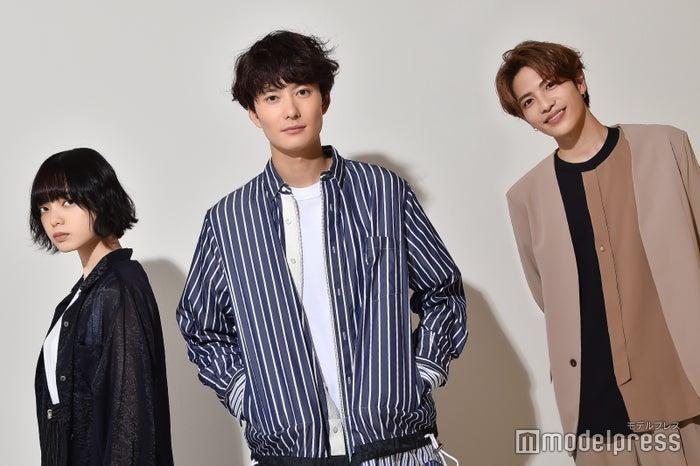 モデルプレスのインタビューに応じた平手友梨奈、岡田将生、志尊淳(C)モデルプレス